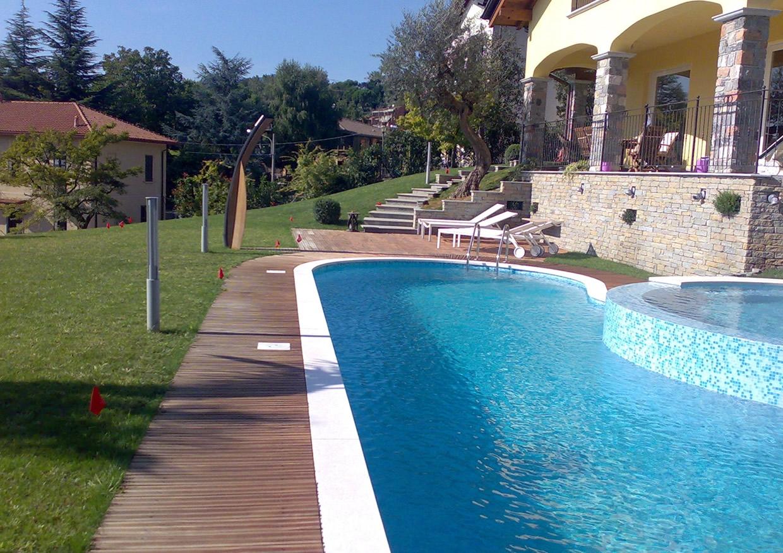 Piscina in villa a Varese